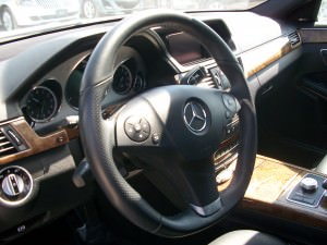 Sports steering wheel with F-1 racing style features