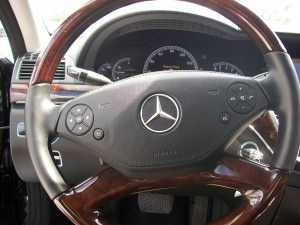 2012 Mercedes S550 walnut-trimmed steering wheel